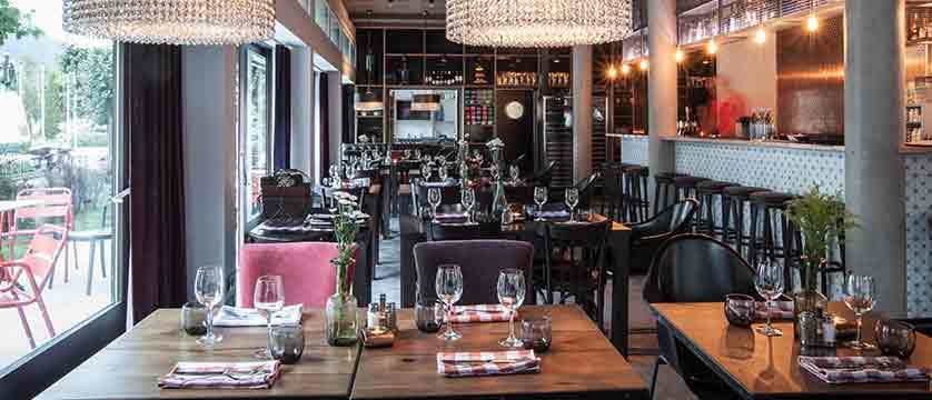 Hotel Pointe Isabelle bar/ restaurant